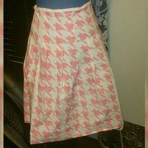 Liz Claiborne sz 4, hounds tooth pink/white skirt